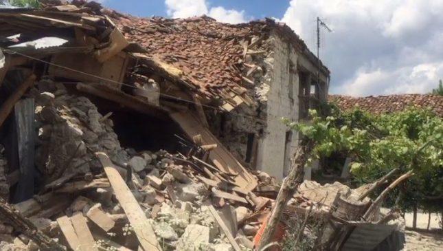 """Tërmeti u shkundi themelet, a do t'i """"rimarrin"""" shtëpitë banorët e Korçës?"""